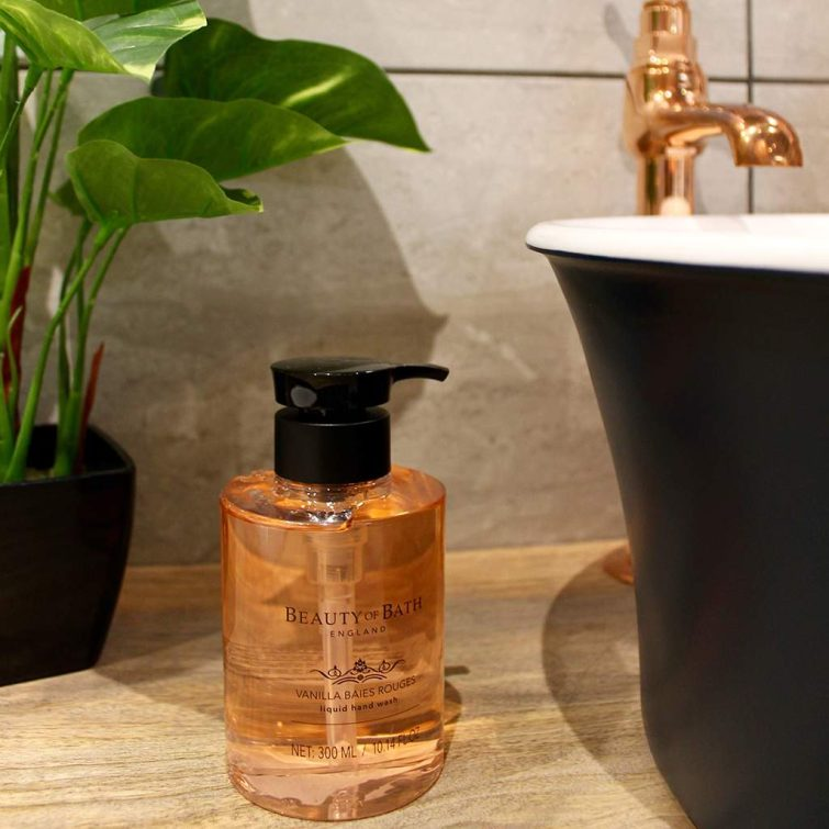 the-somerset-toiletry-company-beauty-of-bath-vanilla-baies-rouges-hand-wash