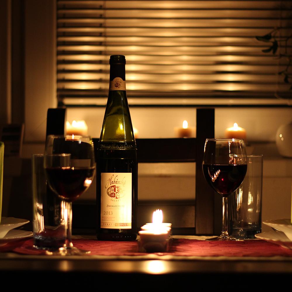 romantic-dinner-valentines-day